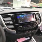 Tư vấn cho khách hàng sửa màn hình android cho xe Triton_1